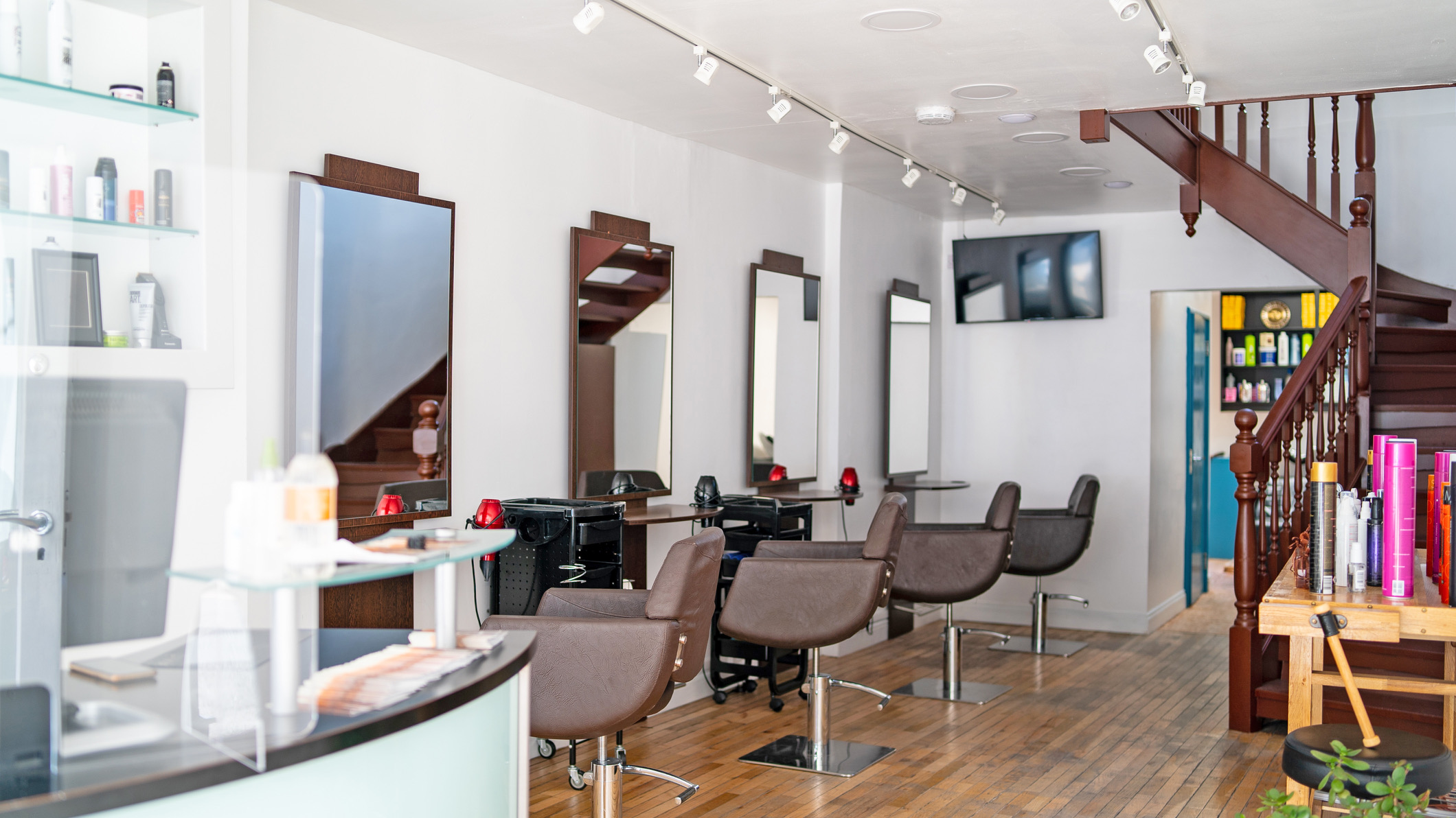backstage_atelier_hair_salon